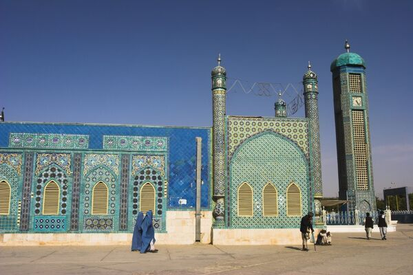 Amputee outside the Shrine of Hazrat Ali, who was assissinated in 661, Mazar-I-Sharif, Balkh province, Afghanistan, Asia