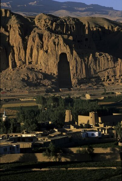 Empty niche where one of the famous carved Buddhas once stood, destroyed by the Taliban, Bamiyan, UNESCO World Heritage Site, Afghanistan, Asia