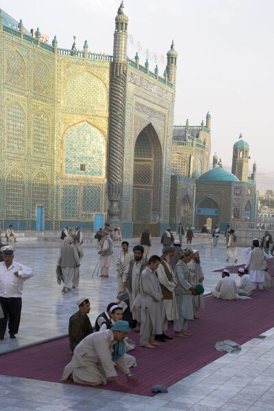 Pilgrims outside the Shrine of Hazrat Ali, who was assissinated in 661, Mazar-I-Sharif, Balkh province, Afghanistan, Asia