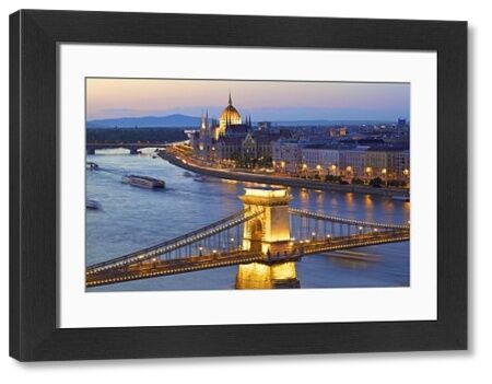 Chain Bridge, River Danube and Hungarian Parliament at dusk, UNESCO World Heritage Site, Budapest, Hungary, Europe