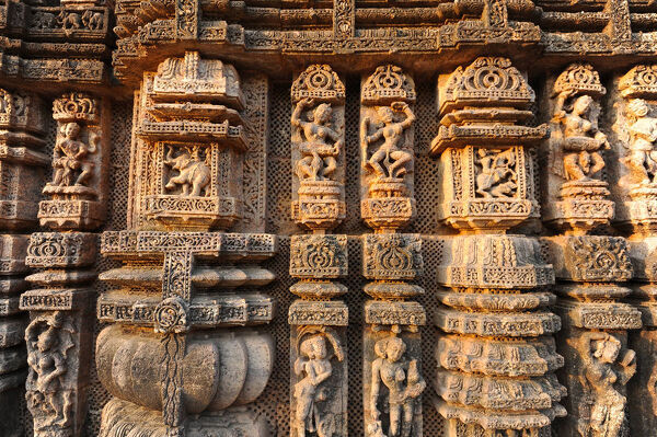Ornately carved dancers and musicians on the Kalinga style Konark Sun Temple to Surya, UNESCO World Heritage Site, Odisha, India, Asia