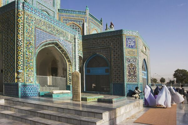 Pilgrims at the shrine of Hazrat Ali, who was assassinated in 661, Mazar-I-Sharif, Balkh province, Afghanistan, Asia