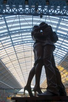 The Meeting Place, bronze sculpture by Paul Day, St. Pancras Station, London
