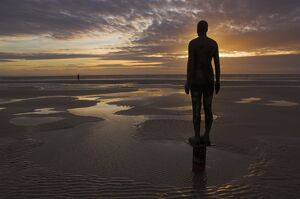 place statues artist antony gormley crosby beach