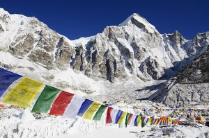 religion spirituality/prayer flags everest base camp solu khumbu everest