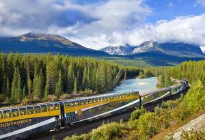 rocky mountaineer train morants curve near lake